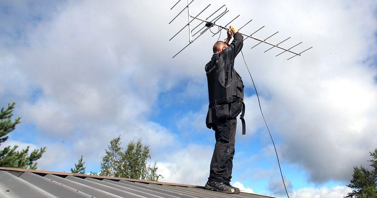 Antennipaikkaa haettaessa antenni on pidettävä koko ajan suunnattuna kohti lähetysasemaa.